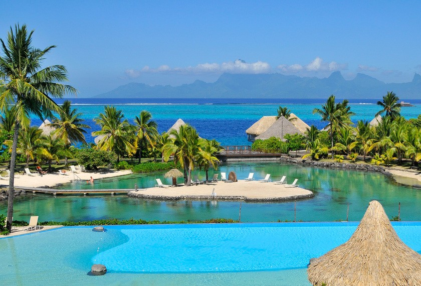 Swimming pool of the hotel Intercontinental Tahiti with view on Moorea
