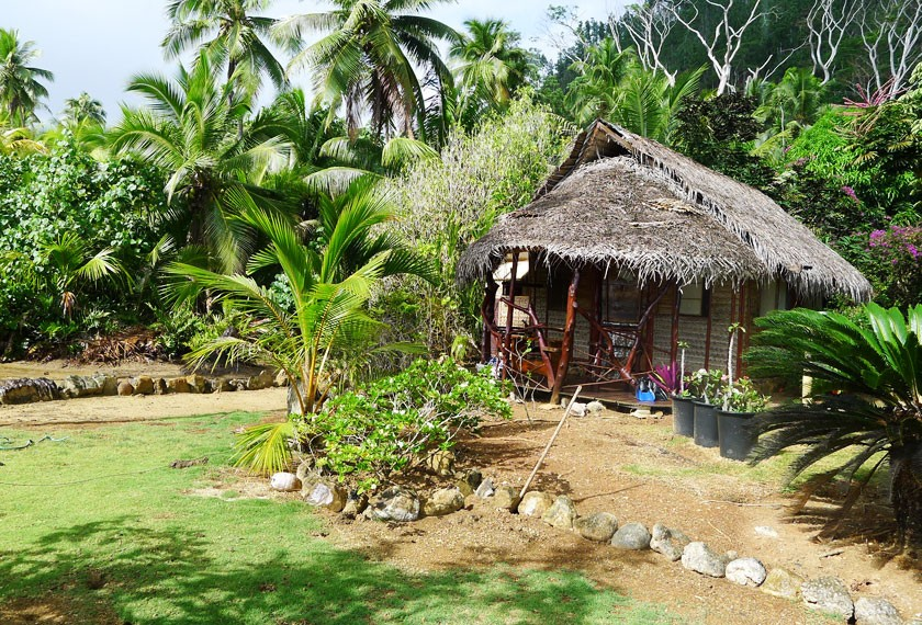 Bungalow at the Tupuna guest house on Huahine island
