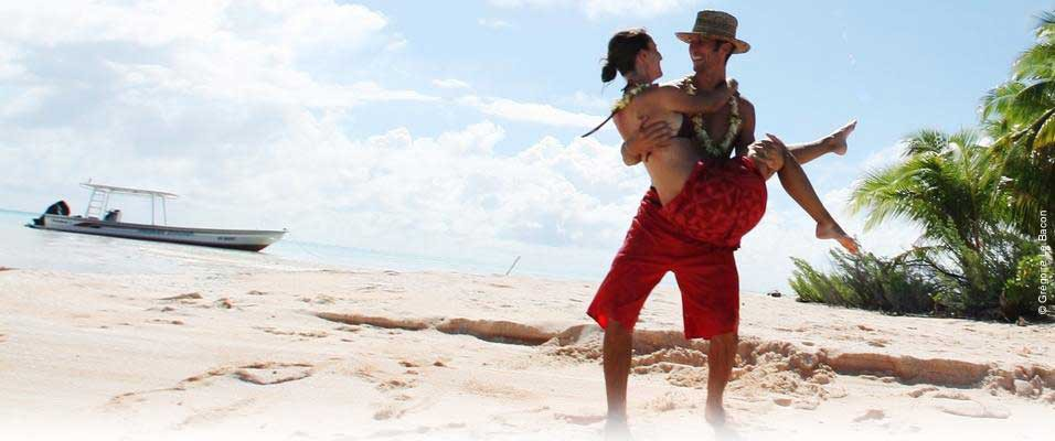 Private romantic tour on a Tuamotu islet